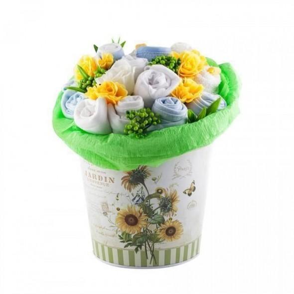 Buchet mare de flori din hainute pentru baietei - 13 piese